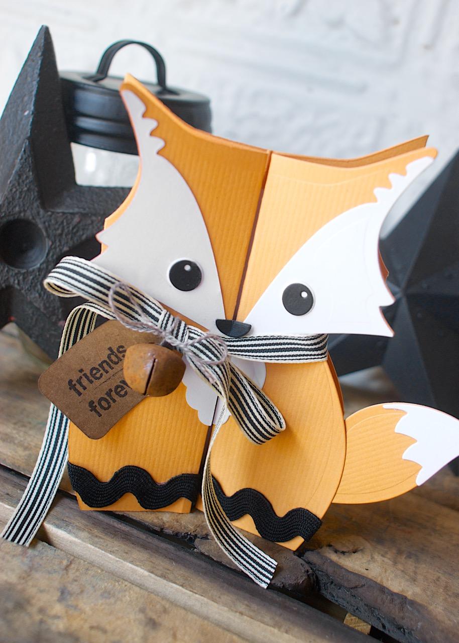Fox Fold-a-Long Card: A Fun & Foxy DIY!