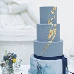 Blue-marble-and-gold-metallic-cake