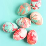 how-to-marble-easter-eggs-with-nail-polish-3