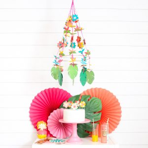 https://www.sizzix.com/wp/wp-content/uploads/2019/06/DIY-Tropical-Paper-Lei-Chandelier-17-min-300x300.jpg